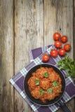 丸子,蕃茄,肉,食物,吃室外,食谱,膳食,承办酒席,健康,复制空间 土气样式 免版税库存照片