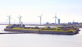 丹麦。堡垒Trekroner和造风机 免版税库存照片