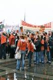 丹麦人减少的社会系统举行的PROTES集会 库存照片