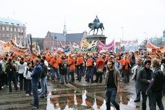 丹麦人减少的社会系统举行的PROTES集会 免版税库存图片