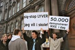 丹麦人减少的社会系统举行的PROTES集会 免版税图库摄影