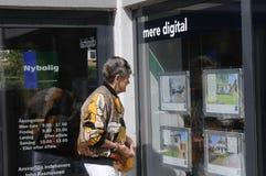 丹麦人学习售屋价格 免版税图库摄影