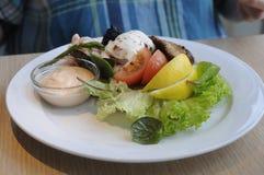 丹麦午餐鱼和PRAISER BOF盘 免版税库存照片
