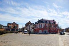 丹麦和一个石正方形的二层楼的房子在Hillerød 库存照片