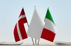 丹麦和意大利的旗子 库存照片