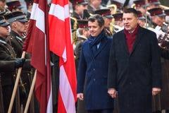 丹麦弗雷德里克和Raimonds Vejonis,拉脱维亚的总统的皇太子 库存图片