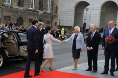 丹麦王室到达PARLIAMNT开头 免版税库存照片
