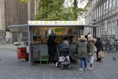 丹麦著名热狗搬运车 免版税库存图片