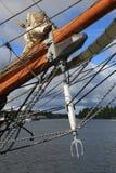 丹麦语三被上船桅的大篷车Loa 以三叉戟和其他索具特写镜头的形式海豚罢工者 库存图片