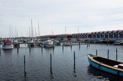 丹麦,北日德兰, Nibe 镇小游艇船坞/港口有t的 免版税库存照片