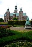 丹麦:Rosenborg城堡庭院女王/王后雕象 免版税库存照片