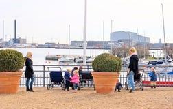 丹麦 哥本哈根 有孩子的妇女 库存图片