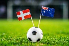 丹麦-澳大利亚,小组C,星期四,21 世界杯6月,橄榄球,俄罗斯2018年,在绿草,白色橄榄球的国旗 免版税库存照片