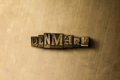 丹麦-脏的葡萄酒在金属背景的被排版的词特写镜头  免版税库存图片