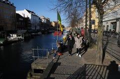 丹麦WEATHER_PEOPLE享受复活节假日 图库摄影