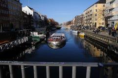 丹麦WEATHER_PEOPLE享受复活节假日 免版税库存图片