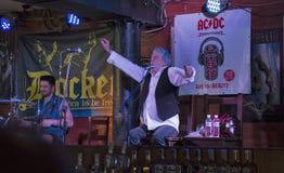 丹McCafferty第70周年生日聚会在码头工人客栈在基辅, 2016年10月09日的乌克兰, 免版税图库摄影