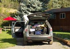 为一次野营装载的汽车 免版税库存图片
