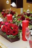 为一顿浪漫晚餐布置的表 库存图片
