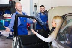 为乘员组和妇女司机服务 免版税库存图片