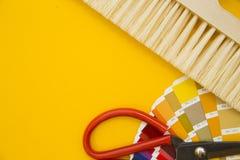 为修理的工具在简单的黄色背景 免版税库存照片