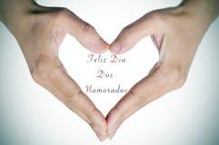 为假日发短信给Feliz Dia Dos Namorados,用葡萄牙语,为 免版税库存图片
