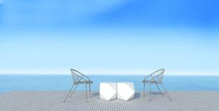 为假期和夏天3使有sundeck的休息室靠岸在海视图 免版税库存照片