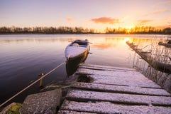 为冬天港口停泊的渔船 免版税库存照片