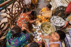 为印度devotess准备的食物 库存图片