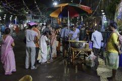 为印度devotess准备的食物 免版税库存图片