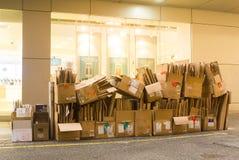 为回收放弃的纸板箱 免版税图库摄影