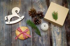 为圣诞节做准备 礼物包装 库存照片