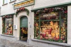 为圣诞节装饰的商店布鲁日 库存图片