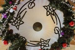 为圣诞节装饰的装饰垂悬的灯 免版税库存图片