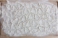 为在面粉的曲奇饼形成 图库摄影