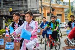 为妈妈活动骑自行车在清莱,泰国 库存照片