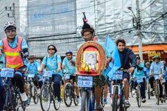 为妈妈活动骑自行车在清莱,泰国 免版税库存照片