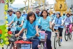 为妈妈活动骑自行车在清莱,泰国 免版税库存图片