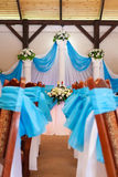 为婚礼聚会装饰的餐馆宴会厅 免版税图库摄影