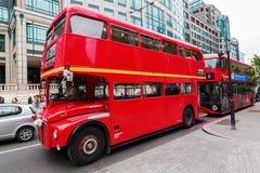 为婚礼装饰的历史的routemaster公共汽车 库存照片