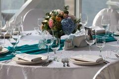 为婚姻设定的高雅桌在绿松石 免版税图库摄影