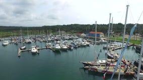 为小船靠码头在巴拿马在海 股票录像