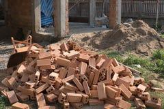 为工业使用的砖块在居民住房 免版税库存照片