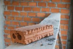 为工业使用的砖块在居民住房 库存图片