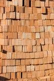 为工业砖块使用的堆在居民住房 免版税库存图片