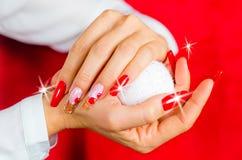 为您意想不到的圣诞节装饰的红色钉子 免版税库存照片