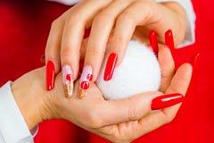 为您意想不到的圣诞节装饰的红色钉子 免版税库存图片