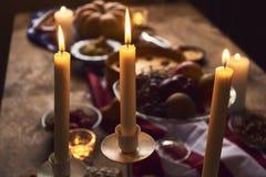 为感恩晚餐服务的桌看法 库存图片