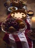 为感恩晚餐服务的桌看法 免版税库存照片