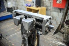 为接合钢缆绳的机械工具 免版税库存图片